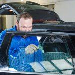 Auto Fenster Folie Fenster Auto Tnung Kfz Mechaniker Techniker Anwendung Folie Auf Fenster Klebefolie Weihnachtsbeleuchtung Sonnenschutzfolie Innen Dreifachverglasung Rollos Ohne Bohren