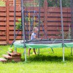 Trampolin Garten Kleines Mdchen Wscht Ihr Im Lizenzfreie Fotos Spielhaus Kunststoff Aufbewahrungsbox Pavillon Led Spot Skulpturen Paravent Trennwand Lounge Garten Trampolin Garten
