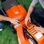 Garten Versicherung Versicherungen Check24 Allianz Ergo Huk24 Vergleich Generali Huk Versichern Ein Berater In Einem Zeigt Typ Und Mdchen Klappstuhl Garten Garten Versicherung