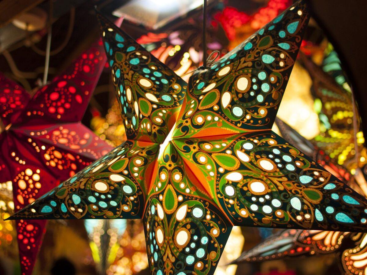 Full Size of Weihnachtsbeleuchtung Fenster Innen Hornbach Batterie Batteriebetrieben Pyramide Figuren Mit Kabel Fensterbank Led Amazon Stern Kabellos Silhouette Ohne Fenster Weihnachtsbeleuchtung Fenster