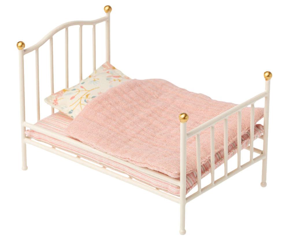 Full Size of Maileg Bett Bed Metallbett Cremeweiss Puppenmbel Neu 20 Bettkasten Betten Mannheim Hülsta 180x200 Komplett Mit Lattenrost Und Matratze Selber Zusammenstellen Bett Bett Vintage