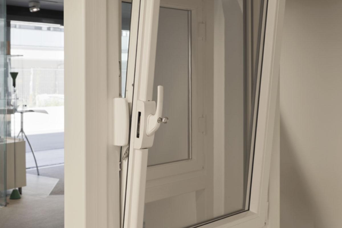 Full Size of Fenster Dreifachverglasung Sicherheitsbeschläge Nachrüsten Insektenschutz Für Aluminium Türen Schüco Velux Einbauen Fliegennetz Sichtschutzfolien Fenster Einbruchsicherung Fenster
