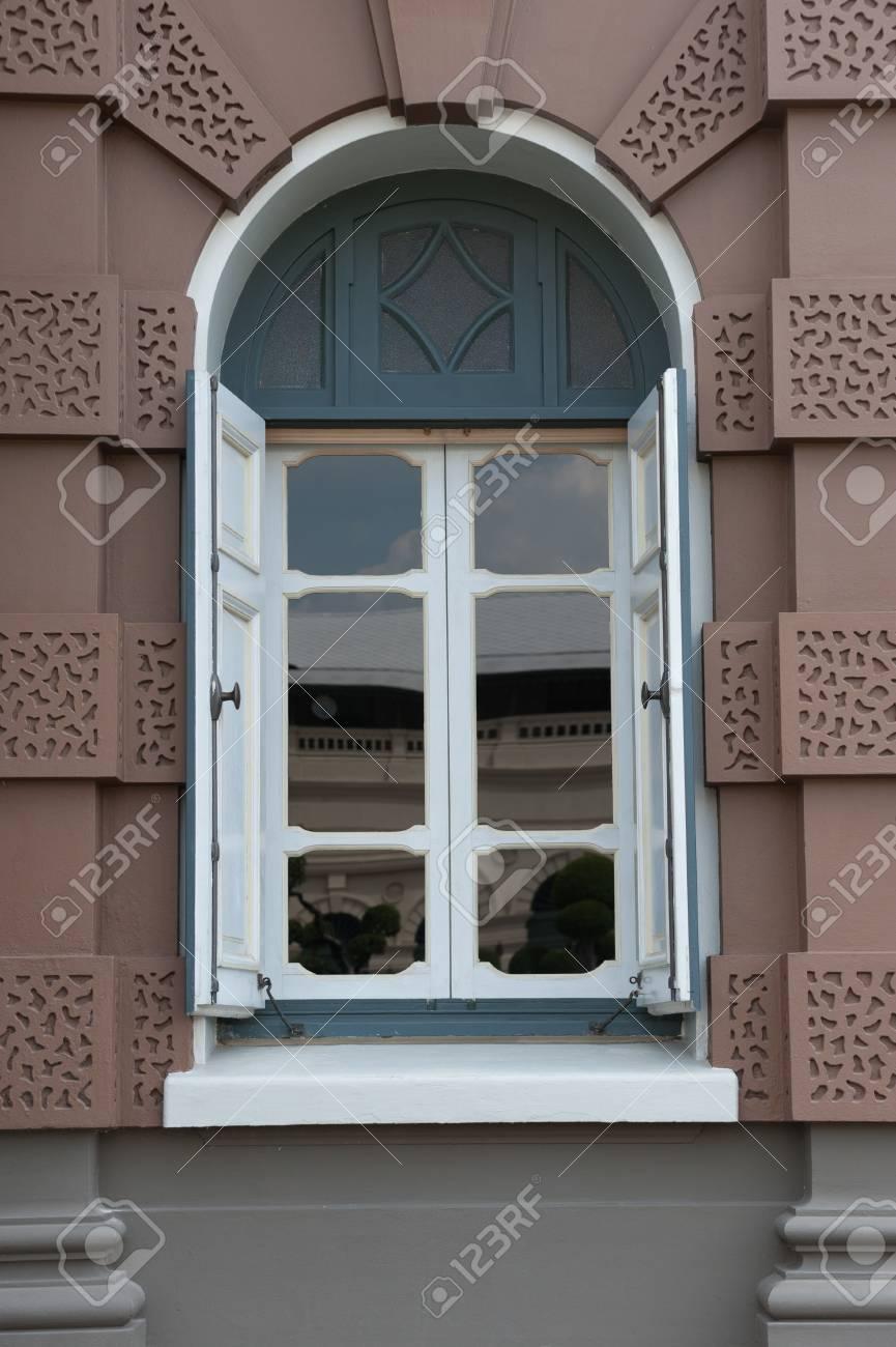 Full Size of Fenster Braun Regensburg Braunschweig Dortmund Weiding Kaufen Kunststoff Steinheim Karlsruhe Am Albuch Gmbh Weies Haus Lizenzfreie Fotos In Polen Bauhaus Fenster Fenster Braun