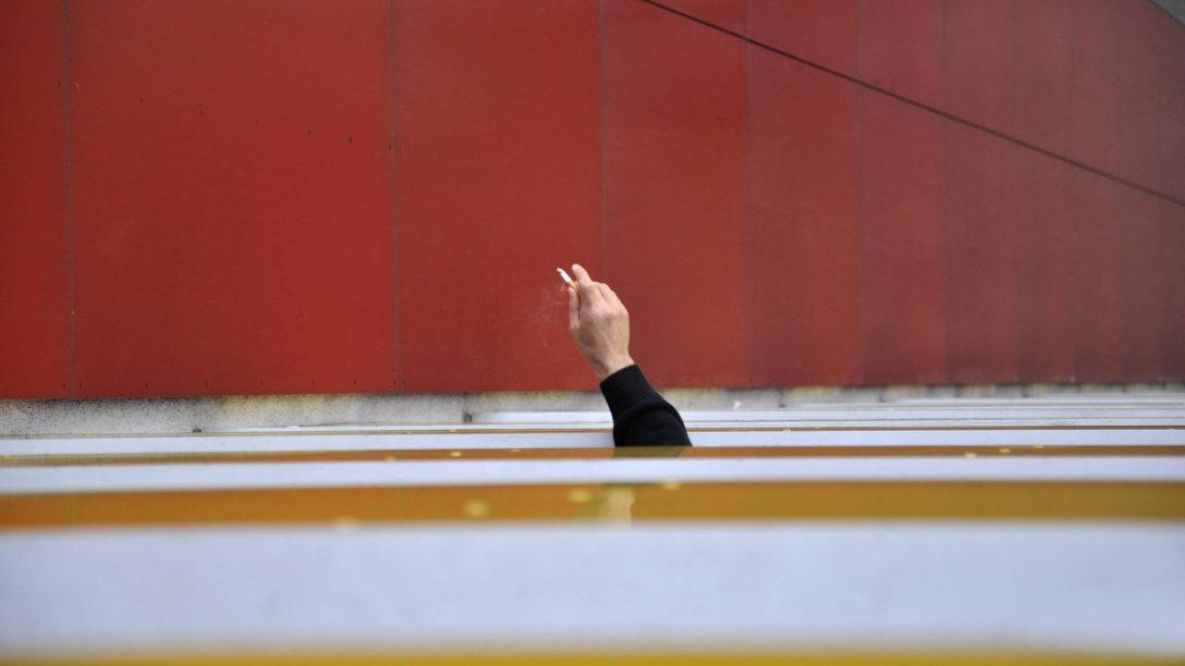Large Size of Fenster Hannover Unglck In Mann Strzt Beim Rauchen Den Tod Rolladen Nachträglich Einbauen Sonnenschutz Für Bremen Insektenschutz Jalousie Sonnenschutzfolie Fenster Fenster Hannover