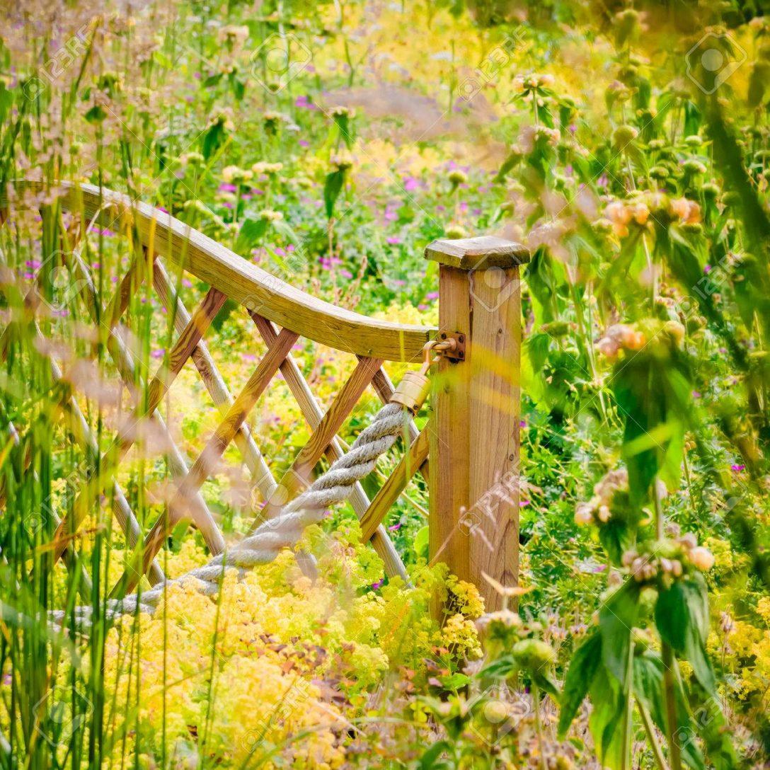 Large Size of Garten Zaun Widlflower Lndliche Outdoor Landschaft Sonnig Bewässerungssysteme Test Pool Guenstig Kaufen Hochbeet Lounge Möbel Feuerschale Holztisch Garten Garten Zaun