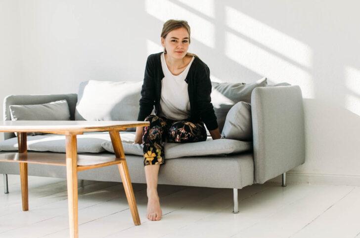 Medium Size of Graue Couch Welche Kissen Wandfarbe Passt Welcher Teppich Graues Sofa Dekoration Ikea Dekorieren Farbe Kissenfarbe Das Kuscheligste Neue Alte In Der Neuen Sofa Graues Sofa