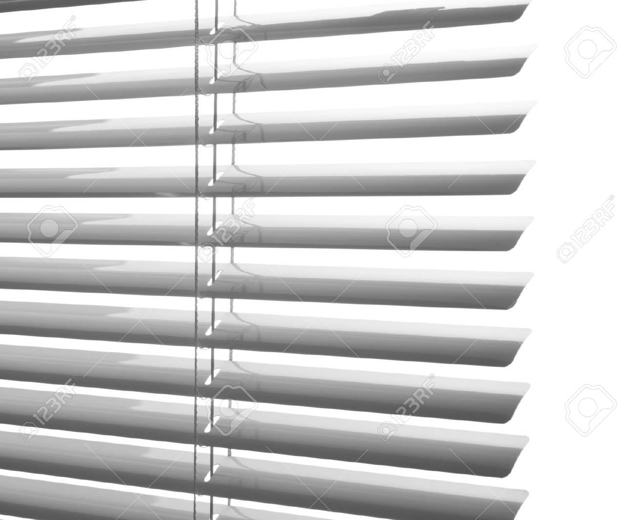 Full Size of Fenster Jalousien Weie Kunststoff Schlieen Studio Aufnahme Nach Maß Kbe Holz Alu Preise Ebay Meeth Bremen Landhaus Rahmenlose Innen Schüco Mit Integriertem Fenster Fenster Jalousien