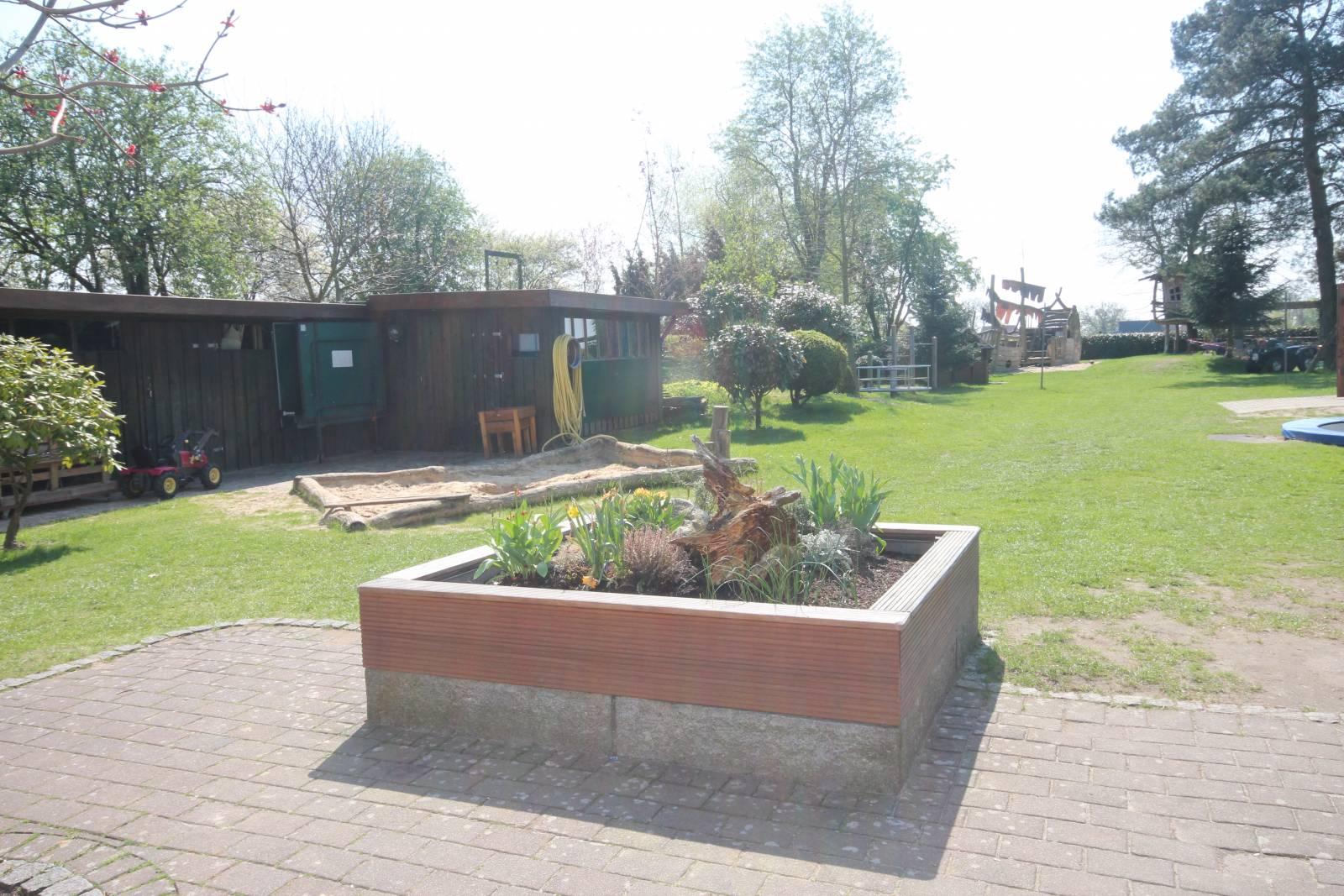 Full Size of Kinderhaus Garten Spielhaus Pergola Essgruppe Kandelaber Holzhaus Kind Spielgeräte Für Den Lounge Möbel Kletterturm Mein Schöner Abo Ausziehtisch Garten Kinderhaus Garten