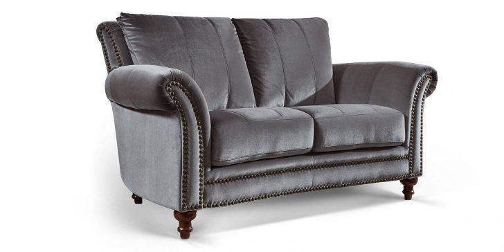 Medium Size of Barock Sofa Couch 2 Sitzer In Samt Mit Dekorativen Nieten Und Schlaffunktion Federkern Relaxfunktion Hussen Big Günstig Heimkino Modulares Günstige Grau Sofa Barock Sofa