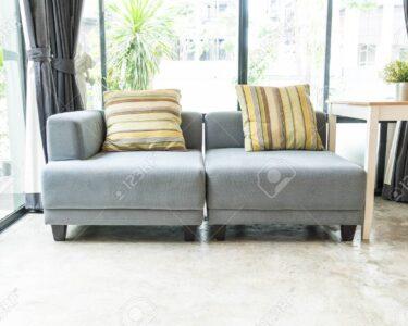 Modernes Sofa Sofa Sofa Im Wohnzimmer Lizenzfreie Fotos Kolonialstil Big Mit Schlaffunktion Copperfield Creme Bezug Englisch 3 Sitzer Günstig Antik Elektrischer