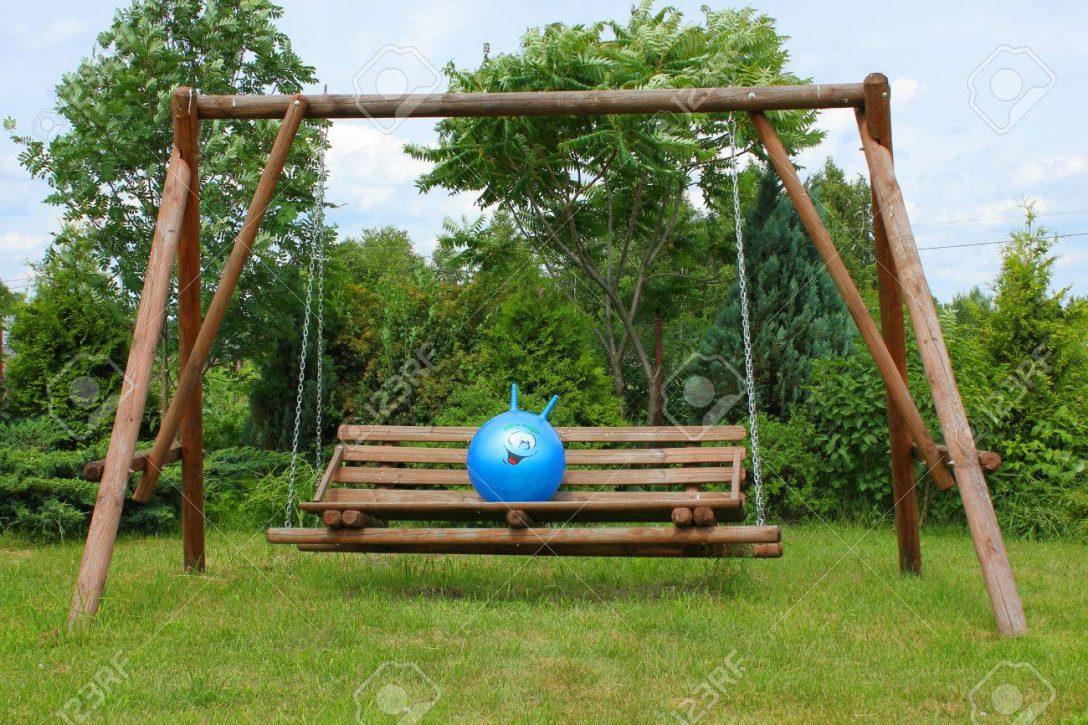 Large Size of Schaukel Garten Test Gartenliege Holz Baby Gartenschaukel Metall Selber Bauen Ohne Betonieren Erwachsene Gartenpirat Im Grnen Lizenzfreie Fotos Skulpturen Garten Schaukel Garten