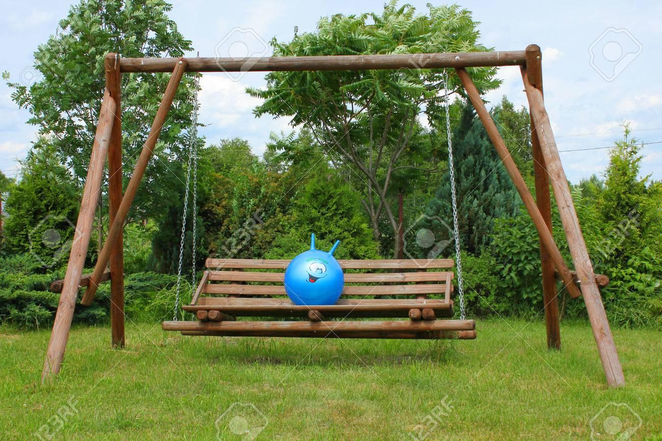Full Size of Schaukel Garten Test Gartenliege Holz Baby Gartenschaukel Metall Selber Bauen Ohne Betonieren Erwachsene Gartenpirat Im Grnen Lizenzfreie Fotos Skulpturen Garten Schaukel Garten