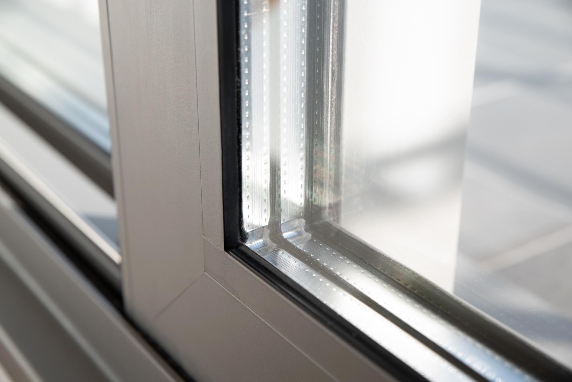 Full Size of Fenster Einbauen Kosten Zweifach Oder Dreifachverglasung Trocal Putzen Sonnenschutz Für Ikea Küche Aluminium Braun Rehau Folie Holz Alu Sichtschutzfolie Fenster Fenster Einbauen Kosten