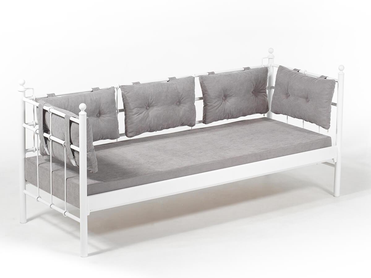 Full Size of Sofa Aus Matratzen Bunt Selber Bauen 2 Matratzenauflage Lattenrost Matratze Couch Alter Mit Diy Zwei Metallsofa Lalas Unmet Metal Karyola Baza Big Hocker Sofa Sofa Aus Matratzen