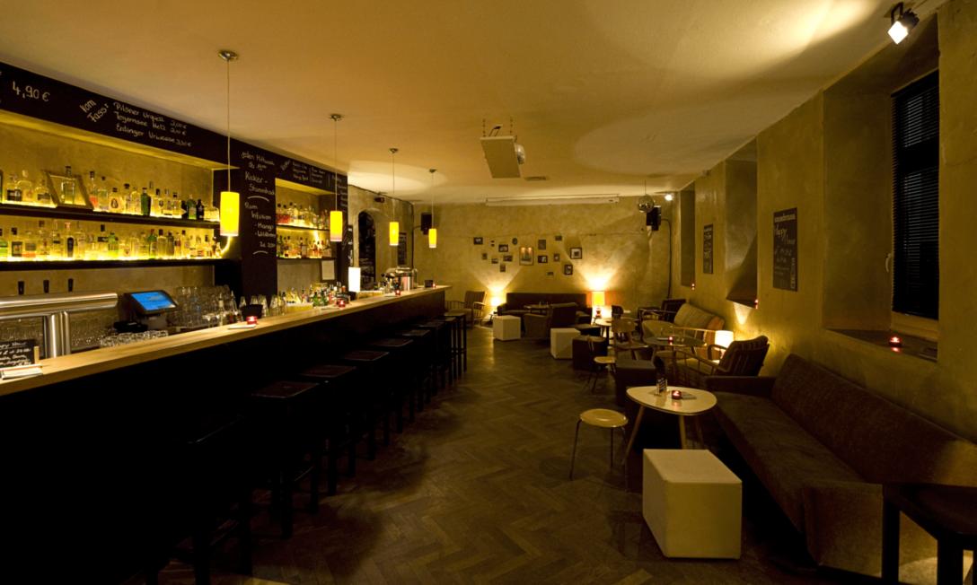 Large Size of Sofa München Bar Couch Club Ginbar Mit Ber 150 Sorten Gin Im Billig Big Sam Dauerschläfer Impressionen Kunstleder Hocker Koinor überzug Verstellbarer Sofa Sofa München