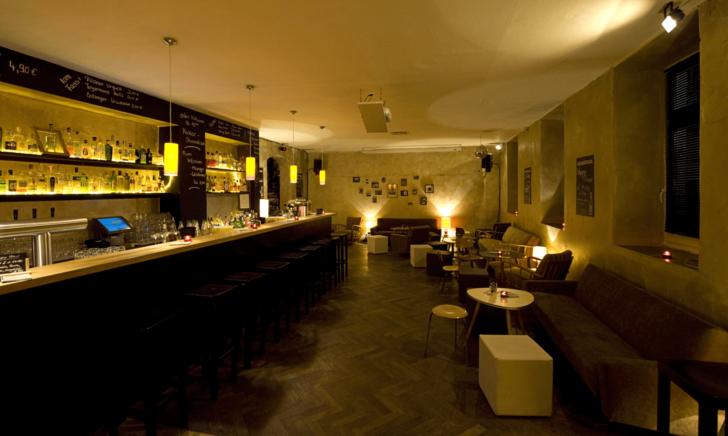 Medium Size of Sofa München Bar Couch Club Ginbar Mit Ber 150 Sorten Gin Im Billig Big Sam Dauerschläfer Impressionen Kunstleder Hocker Koinor überzug Verstellbarer Sofa Sofa München