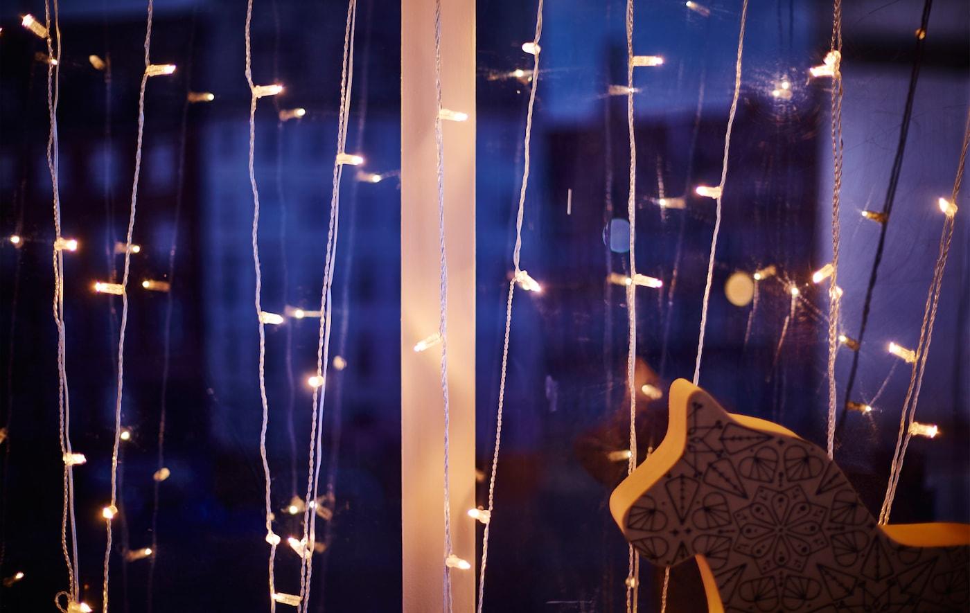 Full Size of Weihnachtsbeleuchtung Fenster Innen Led Kabellos Stern Silhouette Pyramide Bunt Mit Kabel Amazon Batterie Batteriebetrieben Ohne Fensterbank Befestigen Ganz Fenster Weihnachtsbeleuchtung Fenster