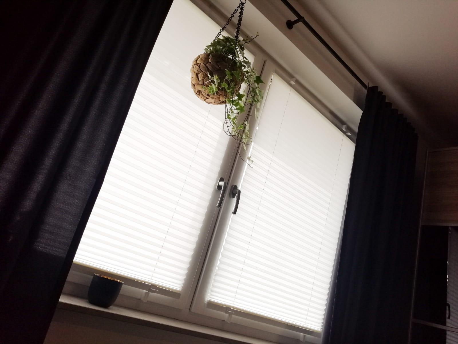 Full Size of Fenster Plissee Fensterplissee Montage Einbruchschutz Folie Sicherheitsfolie Sicherheitsbeschläge Nachrüsten Veka Preise Herne Klebefolie Aluminium Fenster Fenster Plissee