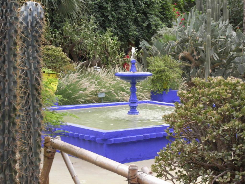 Full Size of Wasserbrunnen Garten Bild Brunnen Im Zu Majorelle In Marrakesch Kinderhaus Led Spot Kräutergarten Küche Gaskamin Feuerstellen Spielgerät Relaxsessel Aldi Garten Wasserbrunnen Garten