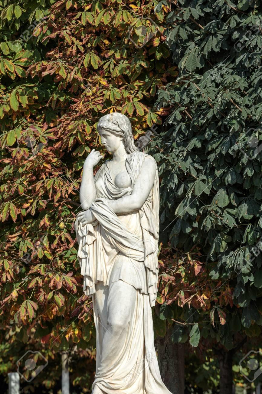 Full Size of Gartenskulpturen Steinguss Skulpturen Garten Italien Kaufen Aus Gartenskulptur Buddha Stein Antik Selber Machen Antike In Jardin Tuileries Garten Skulpturen Garten