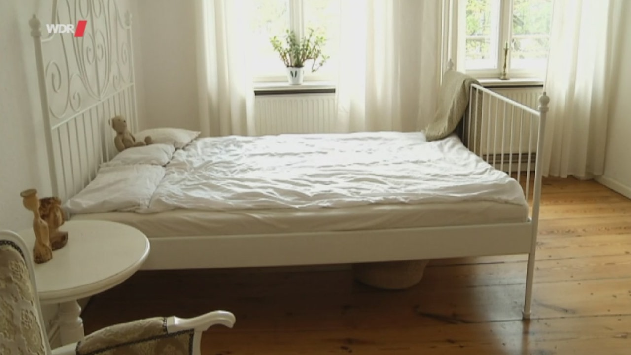 Full Size of Bett Minimalistisch Ein Tag Im Leben Einer Minimalistin Wdr Betten Köln 120x200 Landhaus Hamburg 90x200 Weiß Mit Schubladen Günstig Kaufen Bette Starlet Bett Bett Minimalistisch