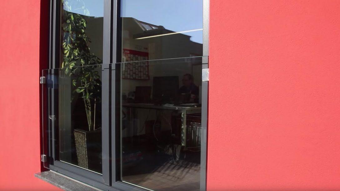 Large Size of Absturzsicherung Fenster Franzsischer Balkon Aus Glas Als Vor Dem Tief Dreifachverglasung Braun Einbruchschutz Nachrüsten Stange Insektenschutzgitter Gitter Fenster Absturzsicherung Fenster