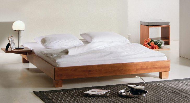 Medium Size of Bett Flach Günstiges Balinesische Betten Ausziehbares Tatami Kopfteil 140 90x200 Weiß Wasser Liegehöhe 60 Cm 160x200 Lattenrost Massiv 140x200 Ohne Kiefer Bett Bett Flach