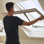 Fliegennetz Fenster Insektenschutz Fr Das Dachfenster Unbeschwertes Lften Auf Maß Trier Velux Rollo Marken Wärmeschutzfolie Rostock Aluminium Standardmaße Fenster Fliegennetz Fenster