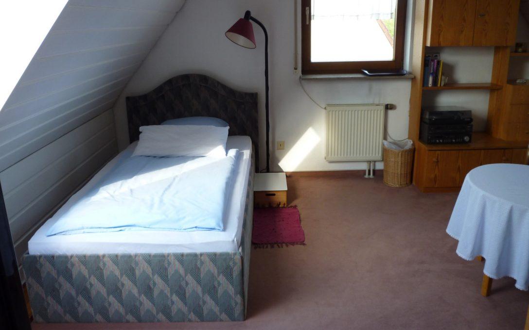 Large Size of Günstiges Bett Gnstiges Groes Mbliertes Zimmer In Stuttgart Sillenbuch Ruf Betten Preise 120x190 Möbel Boss Hohes Jugend Mit Stauraum 140x200 Nussbaum Futon Bett Günstiges Bett