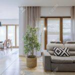 Ffnen Sie Gerumigen Wohnzimmer Mit Grauem Sofa Und Esszimmer Reinigen überzug Folie Für Fenster Big Günstig Altes Reiniger Baxter Flexform Körbe Brühl Sofa Sofa Für Esszimmer