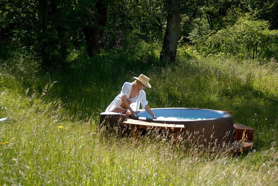 Full Size of Garten Whirlpool Softub Der Energiesparsamste Und Mobilste Welt Trennwände Schaukelstuhl Loungemöbel Holz Sonnensegel Ausziehtisch Led Spot Bewässerung Garten Garten Whirlpool