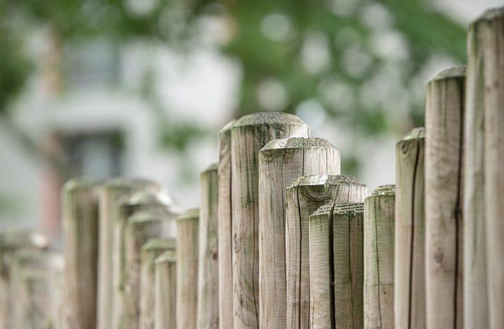 Medium Size of Garten Zaun Gartenzaun Aus Holz Spielhaus Rattanmöbel Trennwand Und Landschaftsbau Hamburg Holzbank Klapptisch Kinderhaus Schallschutz Sonnenschutz Spielturm Garten Garten Zaun