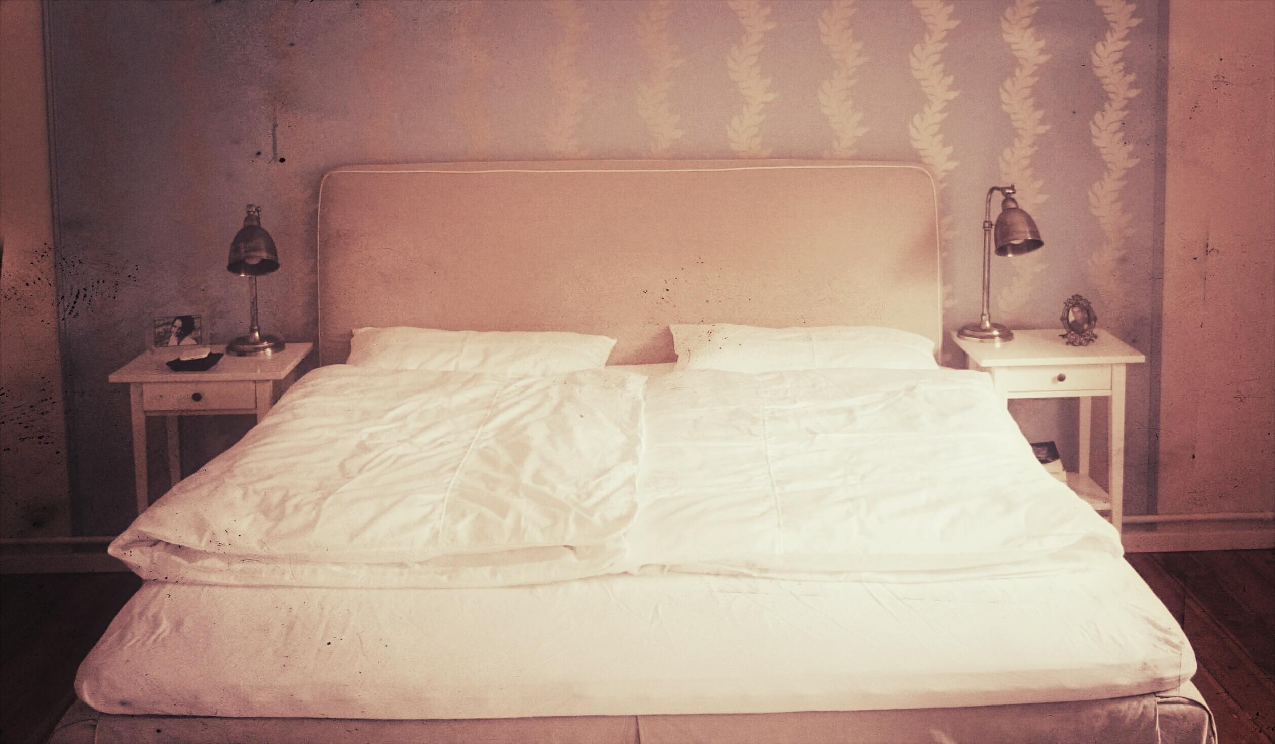 Full Size of Bett Liebestter Ehebett Gedanken Ber Das Getrennte Schlafen 180x200 Betten Kaufen Günstige Rausfallschutz Schwebendes Jabo Poco Ottoversand Outlet Hohes Mit Bett Bett 1.40