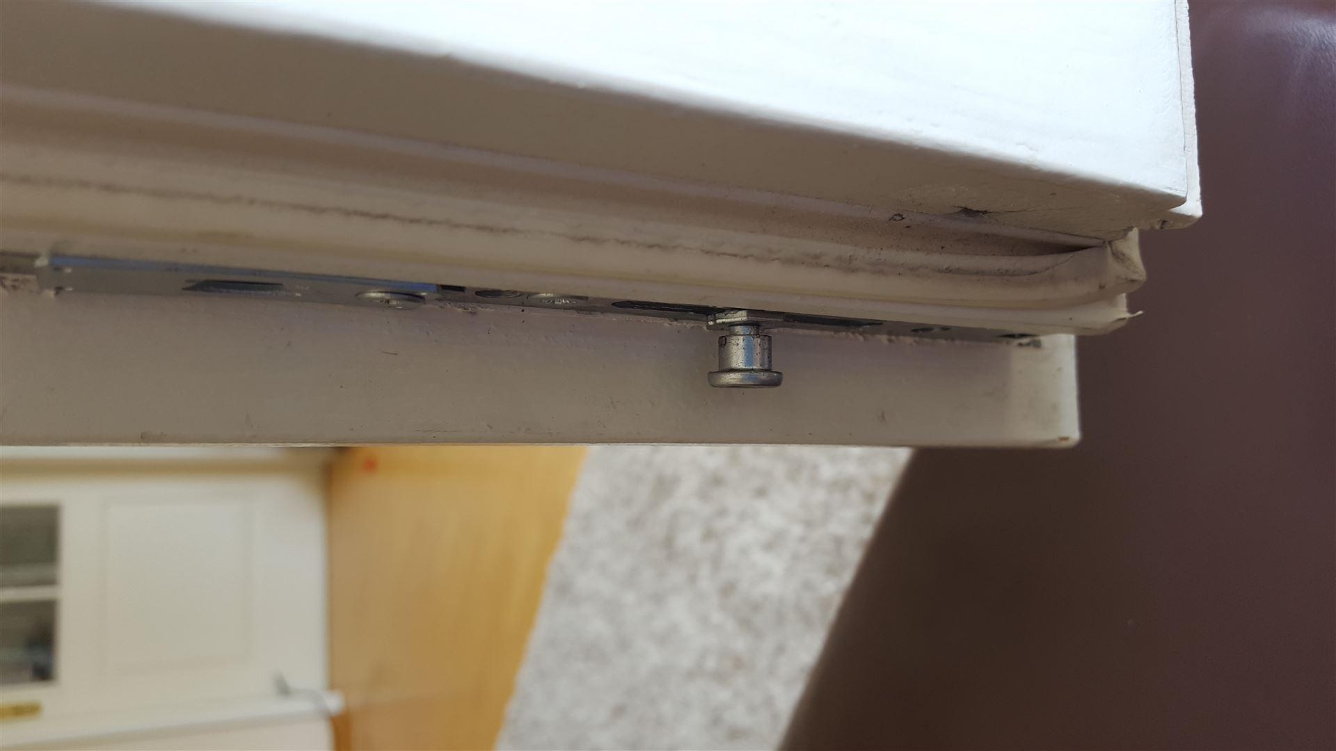 Full Size of Sicherheitsbeschläge Fenster Nachrüsten Nachrstung Verdecktliegender Beschlge Sichtschutz Roro Reinigen Jemako Sichern Gegen Einbruch Mit Lüftung Velux Fenster Sicherheitsbeschläge Fenster Nachrüsten