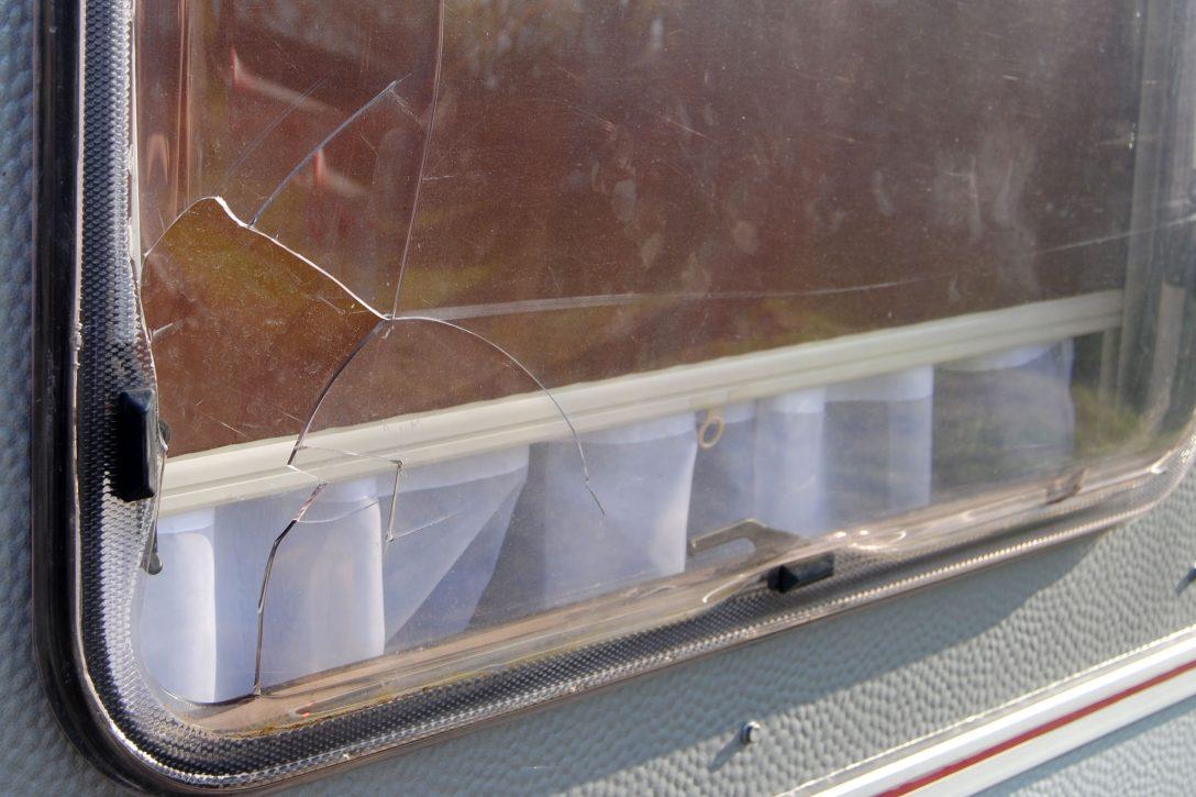 Large Size of Fenster Austauschen Defektes Wohnwagenfenster Ersetzen Neu Oder Gebraucht Einbruchschutz Nachrüsten Insektenschutz Ohne Bohren Anthrazit Bodentief Fenster Fenster Austauschen