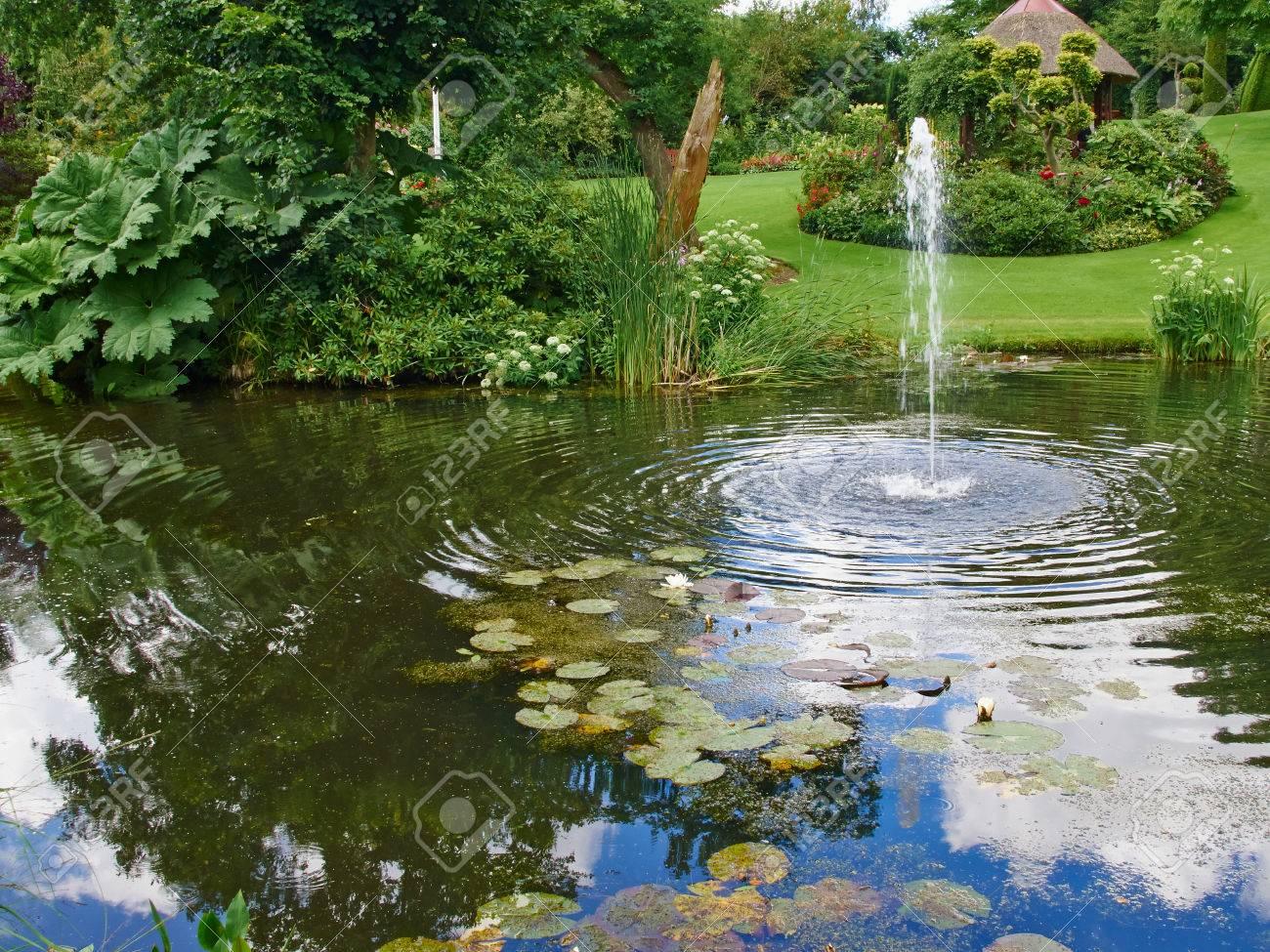 Full Size of Brunnen Garten Stein Antik Solar Amazon Wasserbrunnen Bohren Steinoptik Gartenbrunnen Steine Pumpe Obi Kugel Selber Bauen Schaukelstuhl Kugelleuchten Garten Wasserbrunnen Garten