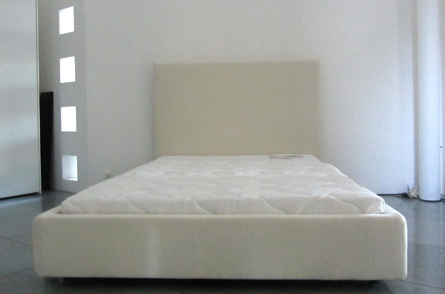 Full Size of Bett Ausstellungsstück Modernes 180x200 Futon Betten Weiß Weißes 160x200 Lattenrost Bonprix Sitzbank Aus Paletten Kaufen Wohnwert Mit Stauraum 140x200 Bett Bett Ausstellungsstück