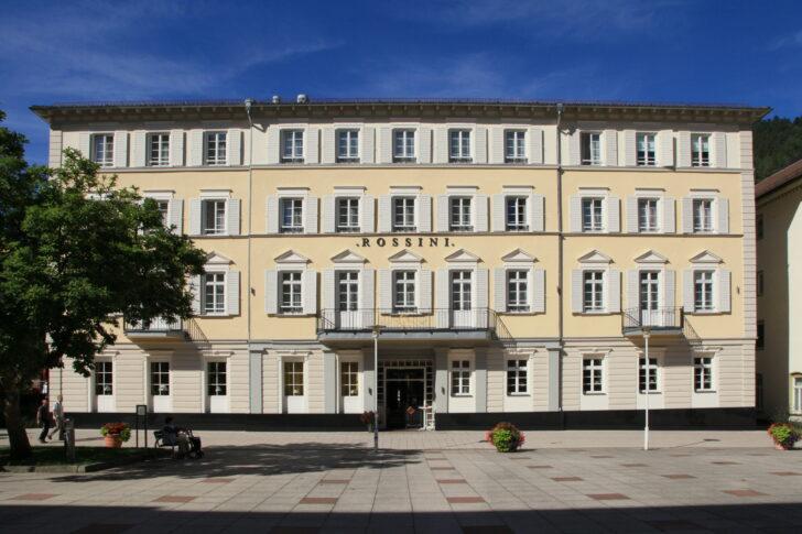 Medium Size of Filebad Wildbad Kurplatz 4hotel Rossini 01 Iesjpg Bad Füssing Jagdhof Hotel Mergentheim Ferienwohnung Hindelang Bentheim Hotels Homburg Wandtattoos Bad Bad Wildbad Hotel