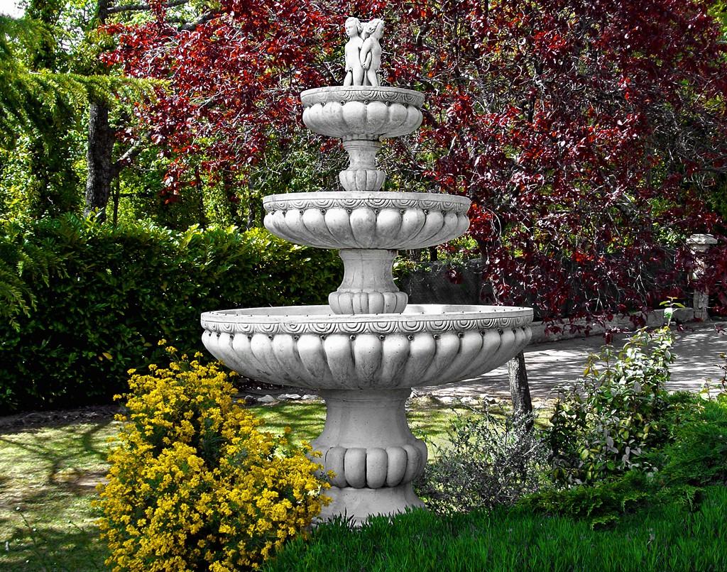 Full Size of Wasserbrunnen Garten Modern Solar Gartenbrunnen Brunnen Stein Kaufen Obi Pumpe Edelstahl Kugel Rund Bohren Amazon Spielhaus Kunststoff Sichtschutz Garten Wasserbrunnen Garten