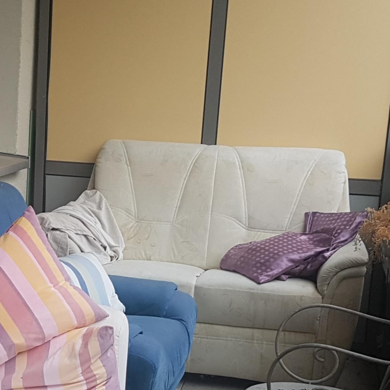 Full Size of Weißes Sofa Weies Zu Verschenken In Mainz Free Your Stuff Bezug Antik Megapol Landhausstil Big Mit Hocker überzug L Form Zweisitzer Garnitur 3 Teilig Blau Sofa Weißes Sofa