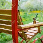 Garten Swing Bank In Nhe Von Im Mit Bumen Und Klapptisch Lounge Möbel Heizstrahler Trampolin Kugelleuchten Feuerstelle Skulpturen Beistelltisch Klettergerüst Garten Kinderhaus Garten