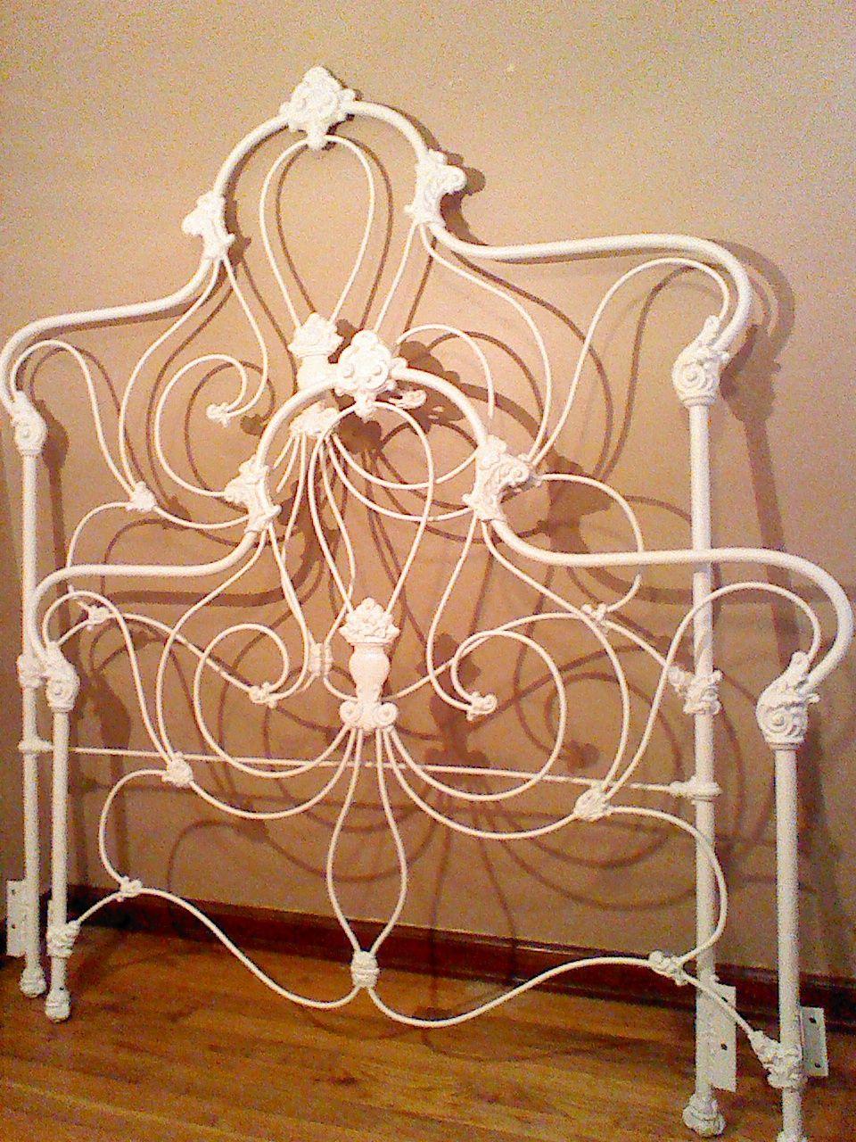 Full Size of Beautiful Wrought Iron Bed 2 Please Jugendstil Betten 180x200 Mannheim Stauraum Bett 190x90 Weiß 100x200 Modern Design Ohne Kopfteil Französische Schwarz Bett Bett Jugendstil