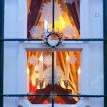 Weihnachtsbeleuchtung An Einem Alten Fenster Eines Verkaufsstandes Insektenschutz Velux Ersatzteile Rollo Einbruchsicher Nachrüsten Dreifachverglasung Rc 2 Fenster Fenster Bremen