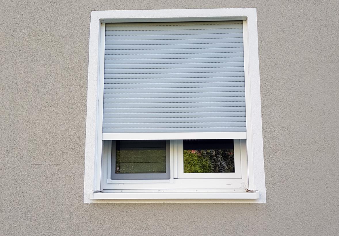 Full Size of Fenster Einbruchsicherung Auf Maß Rahmenlose Insektenschutzgitter Sonnenschutz Außen Einbruchsichere Jalousien Insektenschutz Ohne Bohren 3 Fach Verglasung Fenster Fenster Rolladen