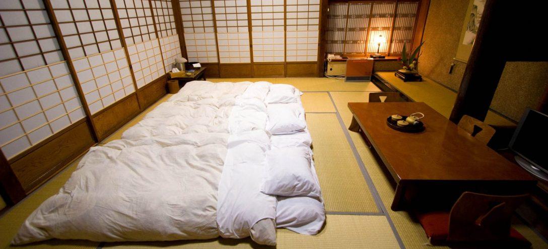 Large Size of Japanisches Bett Traditionell Schlafen Auf Einem Futon Landhausstil Schramm Betten Wand Mit Matratze 200x200 Bettkasten Bopita Balken Mädchen Schubladen Bett Tatami Bett