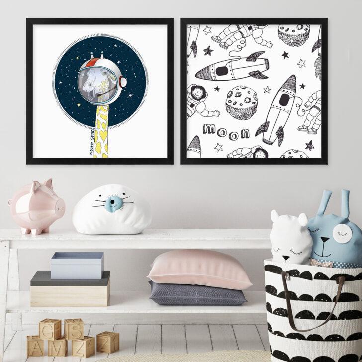 Medium Size of Bilder Kinderzimmer 2er Set Poster No17 30x30 Kosmos Giraffe Astronaut Sofa Fürs Wohnzimmer Regal Weiß Modern Regale Glasbilder Küche Bad Xxl Moderne Kinderzimmer Bilder Kinderzimmer