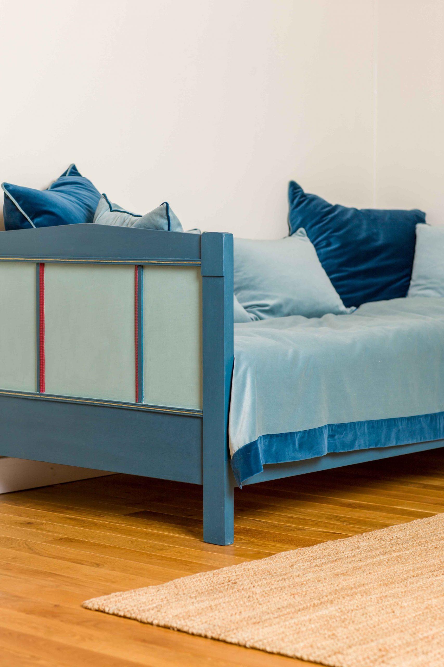 Full Size of Altes Bett In Kreide Emulsion Gestrichen Mbel Anstreichen Paradies Betten Nussbaum 180x200 140x220 140 X 200 Günstig Kaufen Platzsparend 140x200 Billerbeck Bett Altes Bett