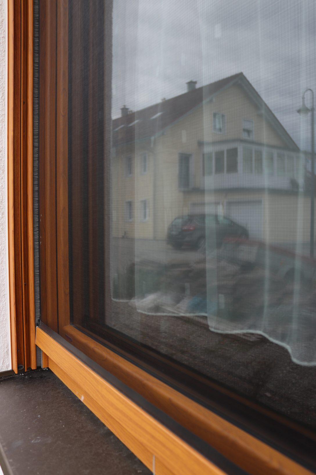 Large Size of Auenansicht Fenster Insektenschutz Detail Mauerberger Fliegengitter Für Drutex Gebrauchte Kaufen Alte Folie Sonnenschutzfolie Regal Dachschräge Rollos Ohne Fenster Insektenschutz Für Fenster