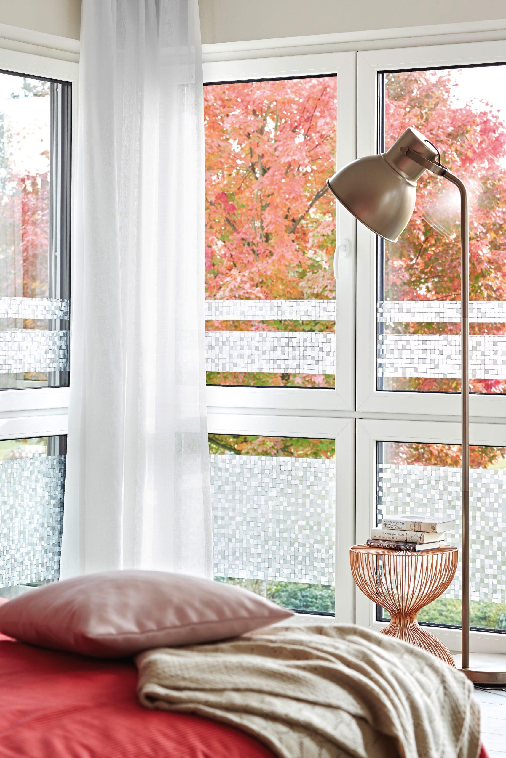Full Size of Sichtschutz Fenster Fensterklebefolie Anbringen In 5 Schritten Obi Kbe Gitter Einbruchschutz Einbruchsichere Dachschräge 3 Fach Verglasung Verdunkelung Rehau Fenster Sichtschutz Fenster