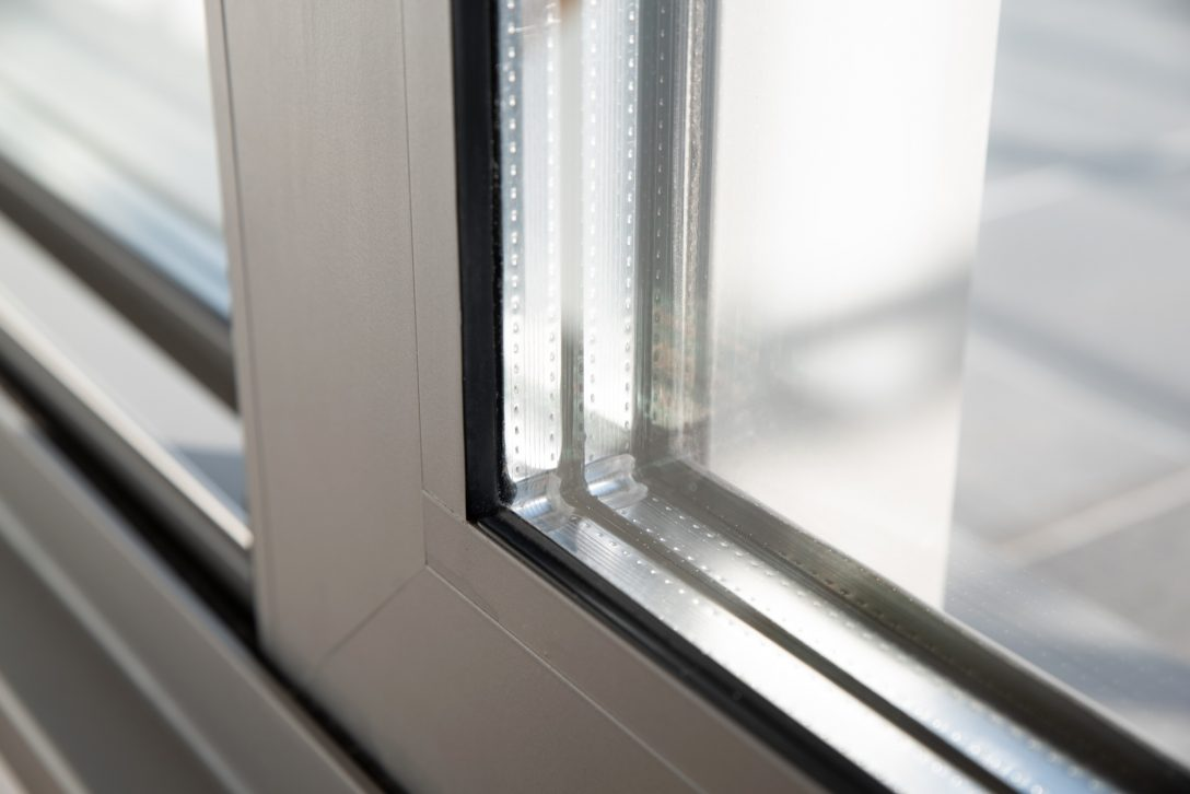 Large Size of Fenster Erneuern Kosten Austauschen Berlin Fensterfugen Altbau Zweifach Oder Dreifachverglasung Einbauen Schallschutz Beleuchtung Sichtschutzfolien Für Einbau Fenster Fenster Erneuern Kosten